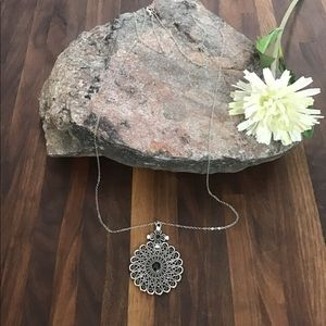 Jewelry - Silver necklace with silver and emerald me…
